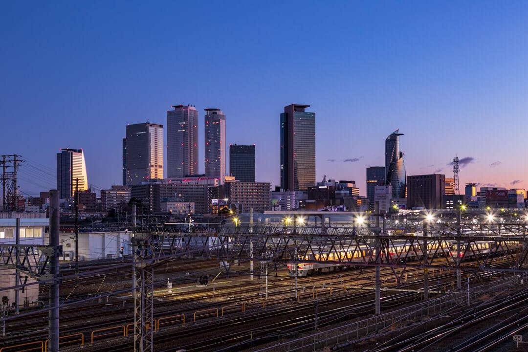 向野橋から撮影した夜明けの名古屋駅の景色