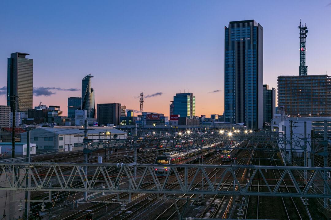 向野橋から撮影した夜明けのささしまグローバルゲートの景色