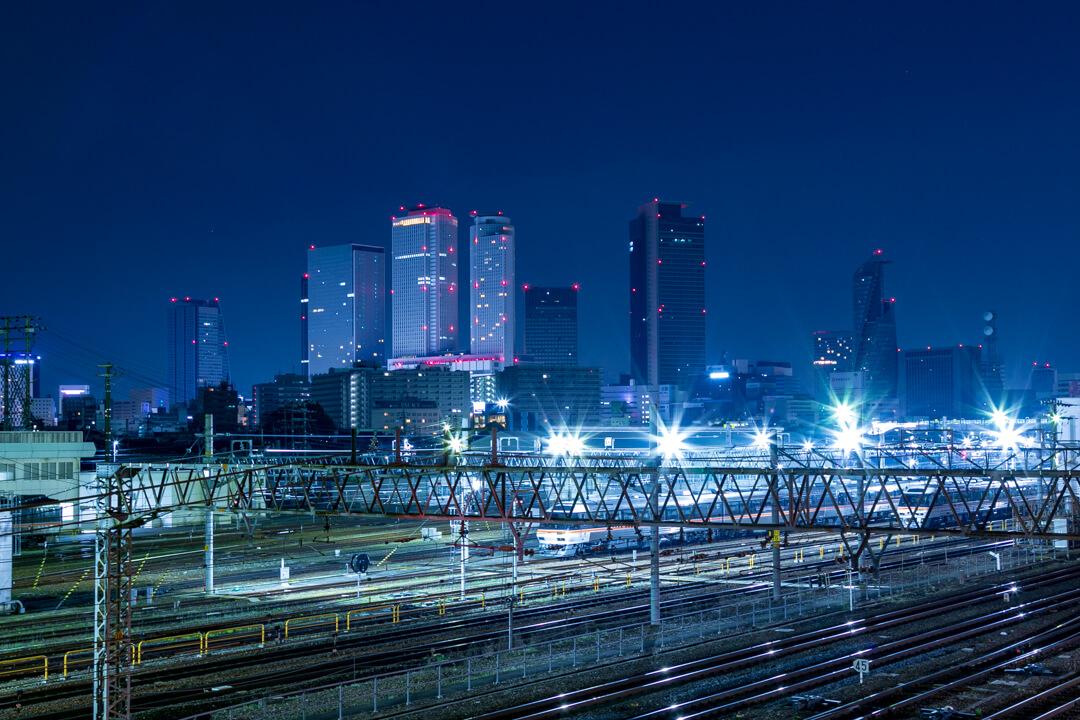向野橋から撮影した深夜の名古屋駅の写真