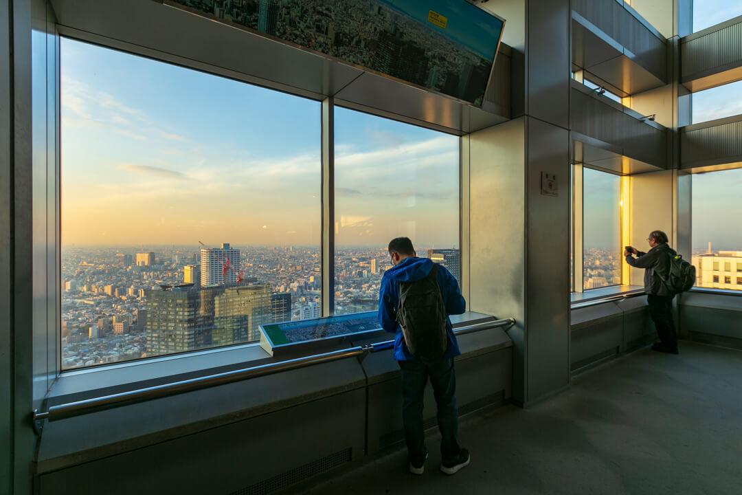 都庁展望台のフロアを撮影した写真