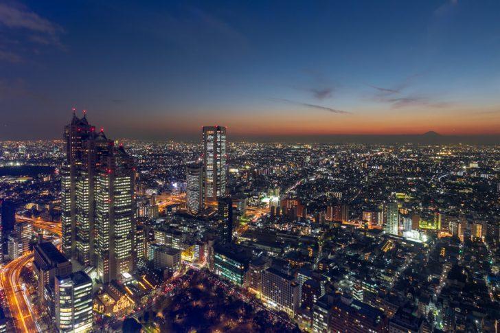 都庁展望台から夜景を撮影してきた!都内屈指のおすすめ無料夜景スポット