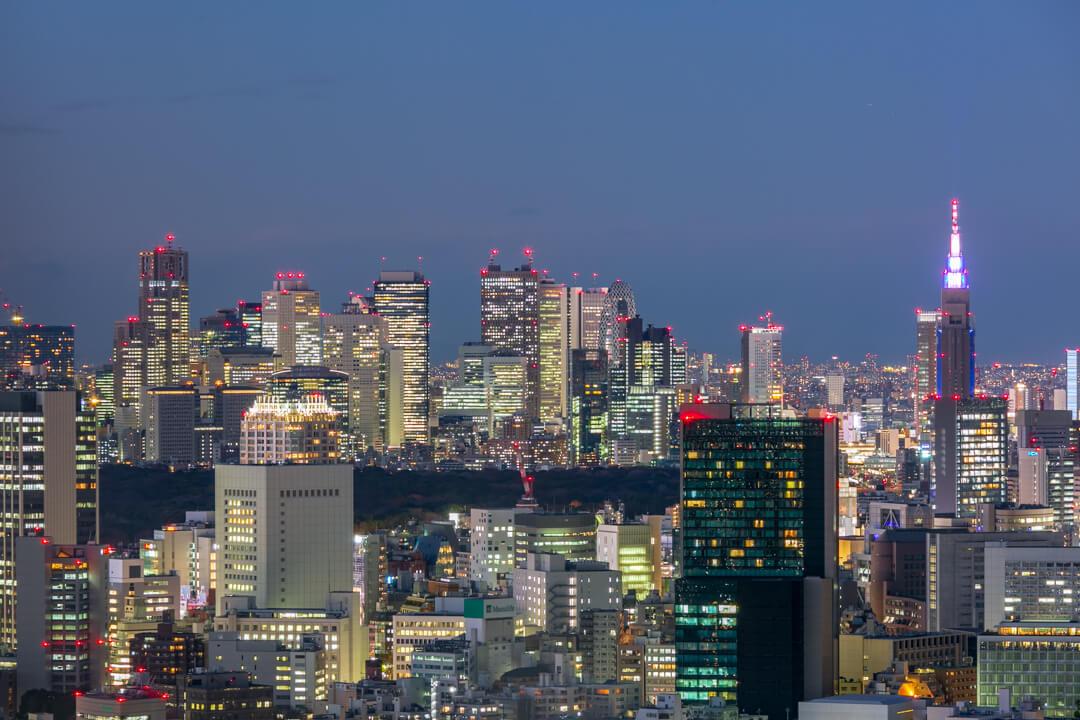 恵比寿ガーデンプレイス展望台・スカイラウンジから撮影した新宿駅高層ビル群の夜景