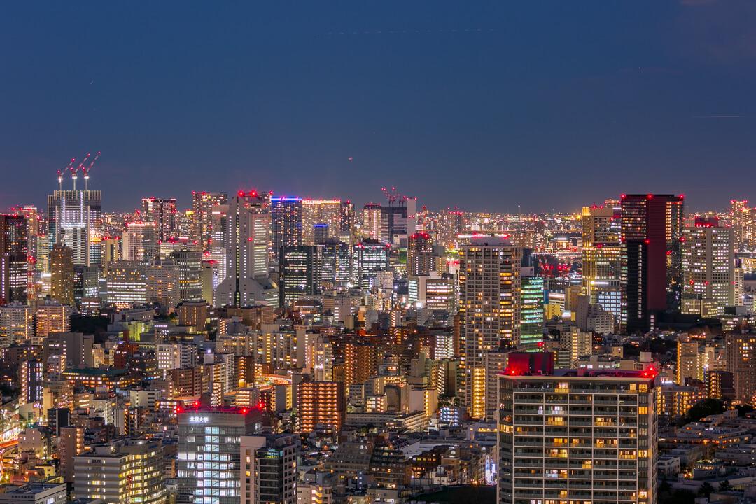 恵比寿ガーデンプレイス展望台・スカイラウンジから撮影した高層ビル群の夜景