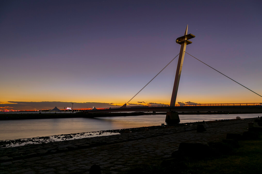 夕暮れ時の葛西臨海公園・葛西なぎさ橋の写真