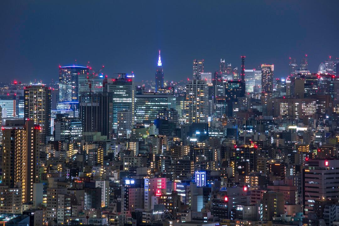 スカイツリーイーストタワー展望エリアから撮影した新宿の高層ビル群