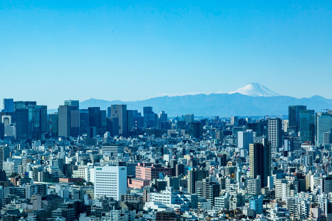 スカイツリーイーストタワー展望エリアからみた富士山の写真