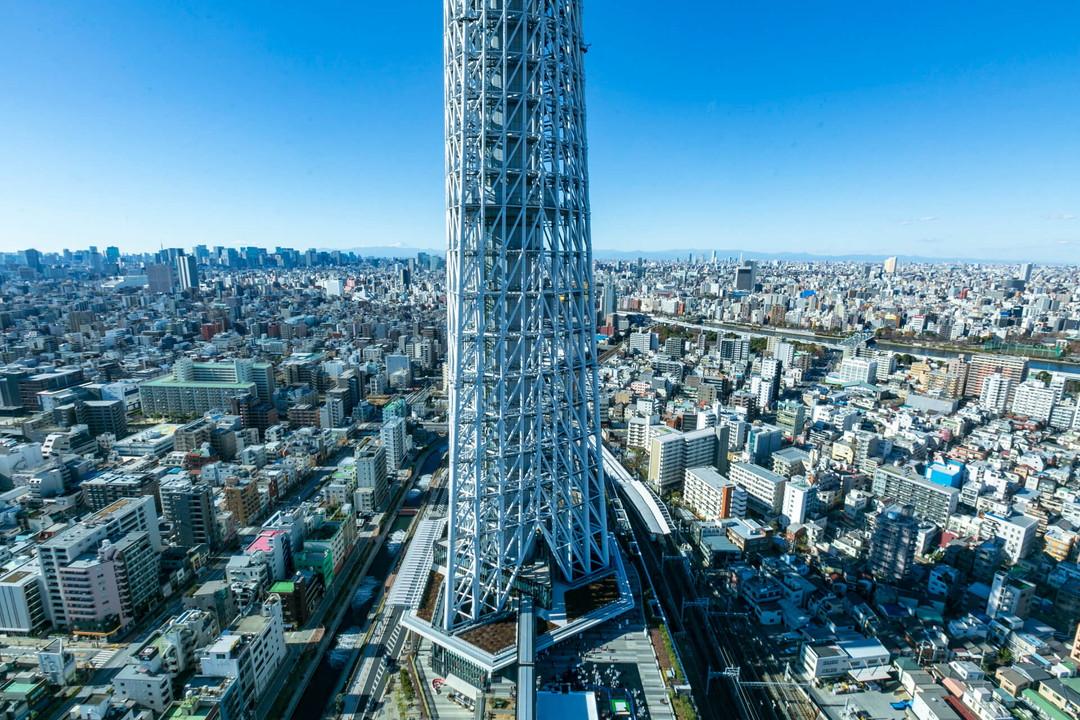 スカイツリーイーストタワー展望エリアからみた東京スカイツリー