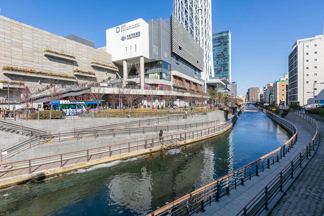 東武橋から撮影したソラマチの写真