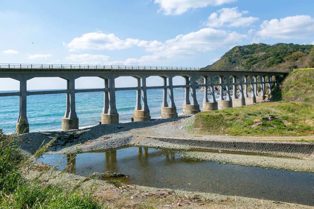 昼間の惣郷川橋梁の写真