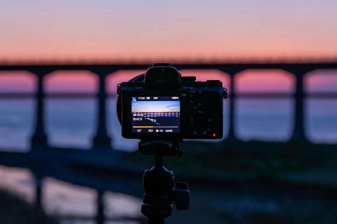 タイムラプス動画を撮影するカメラ
