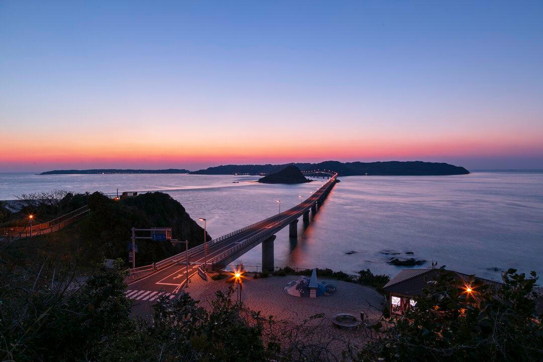 トワイライトタイムの角島大橋の写真