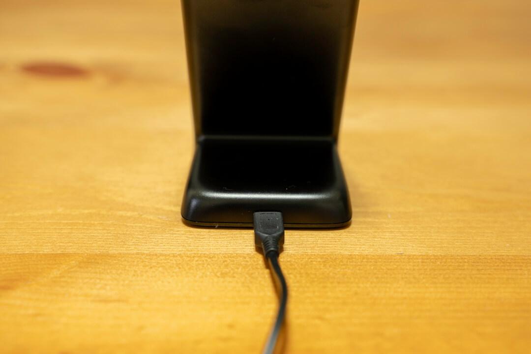 Anker PowerWave 7.5 Standの背面にあるUSBポートを撮影した写真