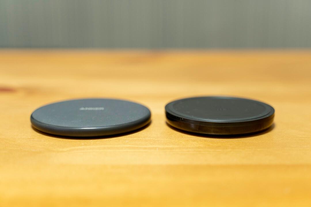 Belkin BOOST UP ワイヤレス充電パッドとAnkerのAnker PowerWave 7.5 Padを比較した写真