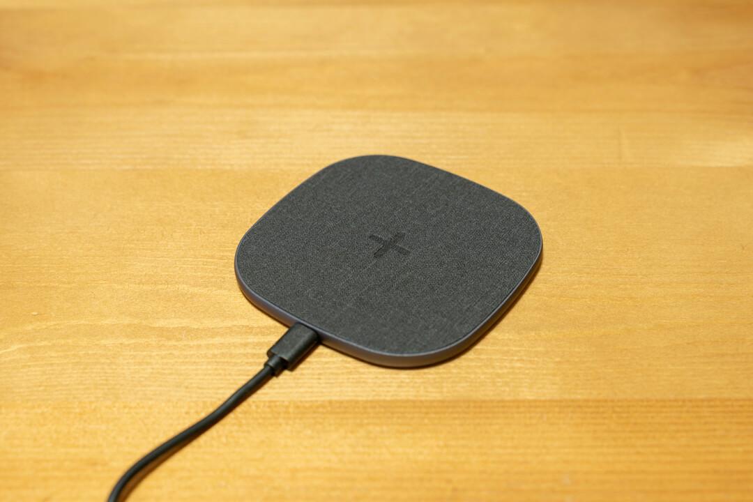 パッド型のワイヤレス充電器
