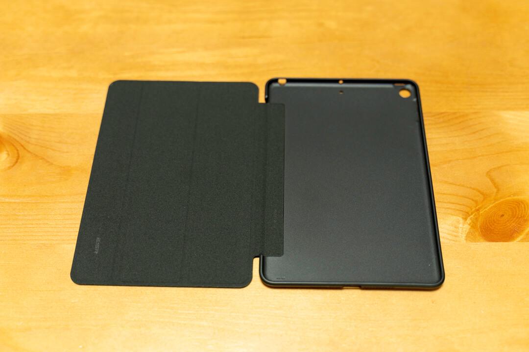 ESR製 iPad miniのカバーケースを開いた状態