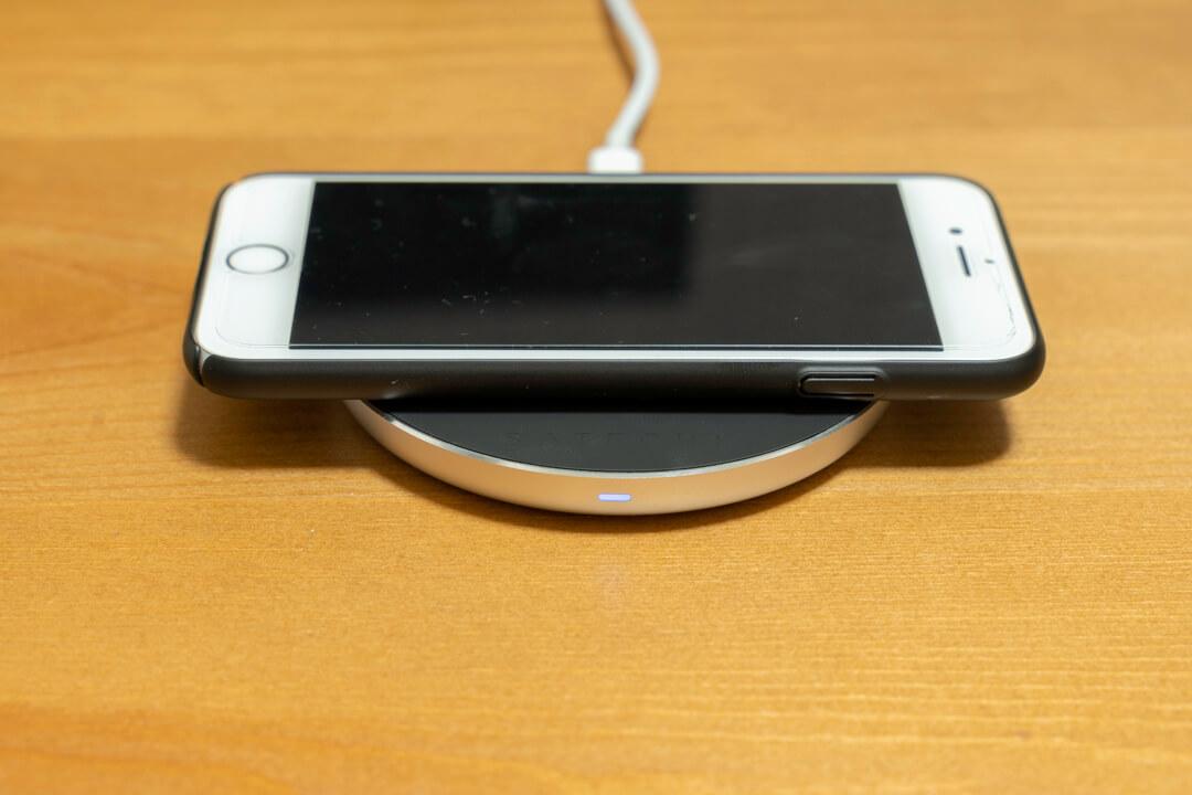 satechi ワイヤレス充電器