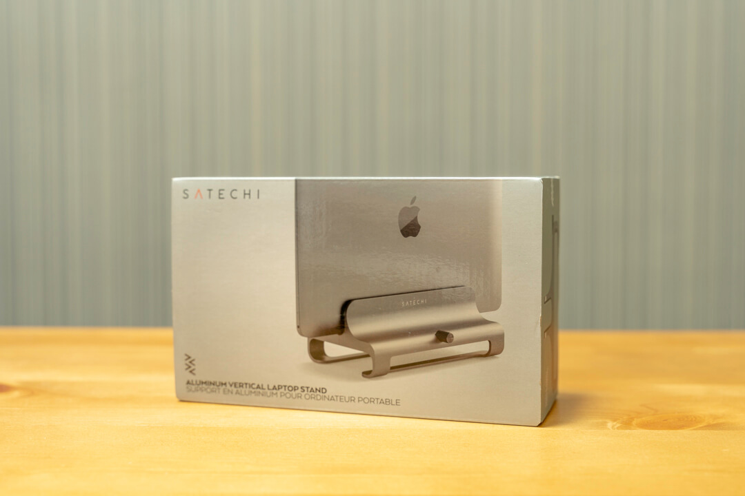Satechiのユニバーサルバーティカルラップトップスタンドの化粧箱