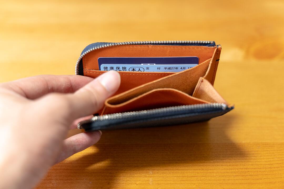 monogoods(モノグッズ)のポケット財布にカードを収納する