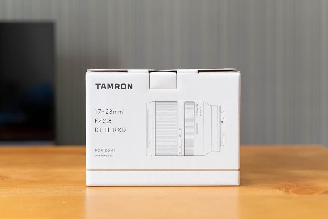 タムロン 17-28mm F2.8 Di III RXD A046のパッケージ(化粧箱)