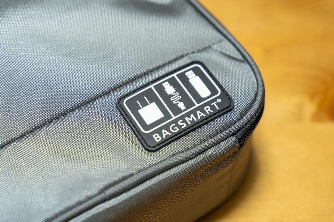 BAGSMARTのガジェットポーチのロゴ