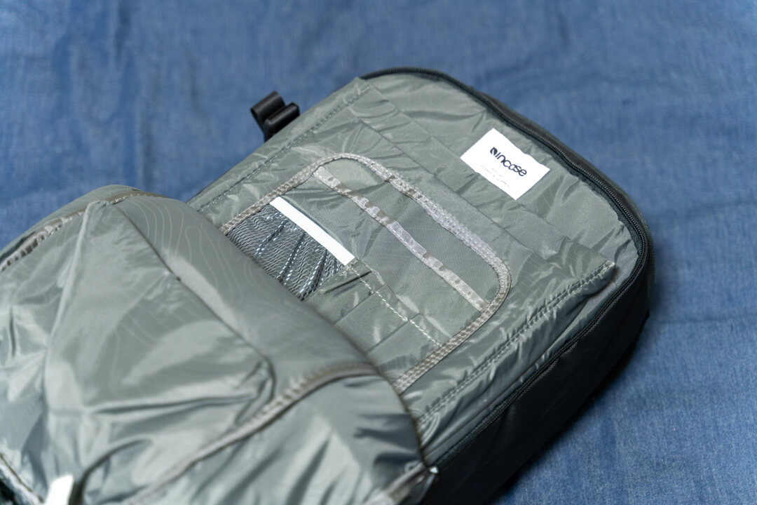 Incase(インケース) DSLR Pro Pack Nylonのフロント収納スペース