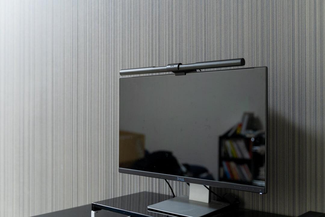 モニター掛け式デスクライト・BenQ Screen Barの写真