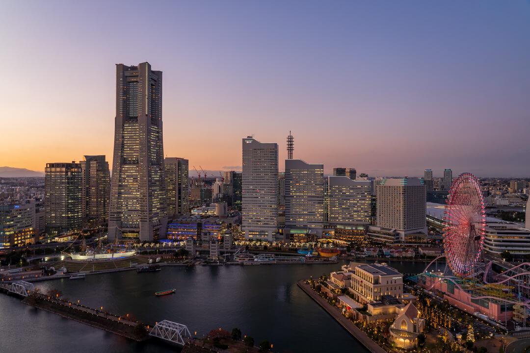 AAPAホテル横浜ベイタワーの客室からの夕景