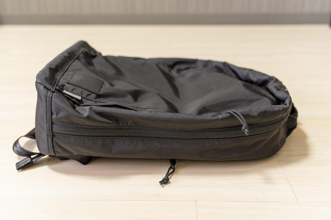 ブラウンバッファロー コンシールバックパックの厚さは14cm