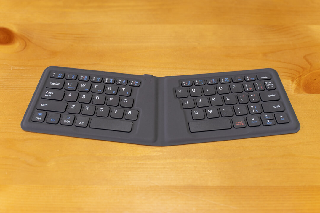 iClever IC-BK06のキーボードを広げた状態