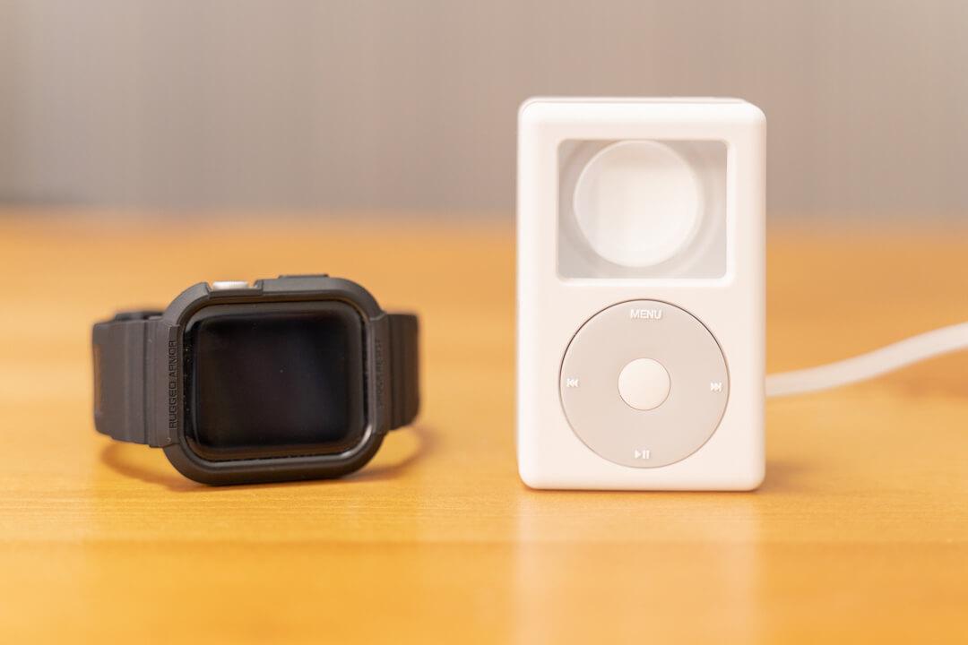 elagoのW6 stand for apple watchとラギッドアーマープロを撮影した写真