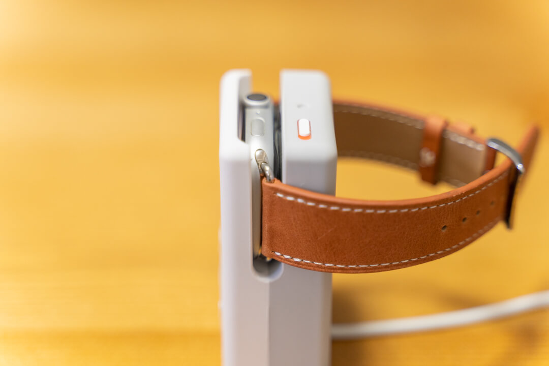 elagoのW6 stand for apple watchの溝を撮影した写真