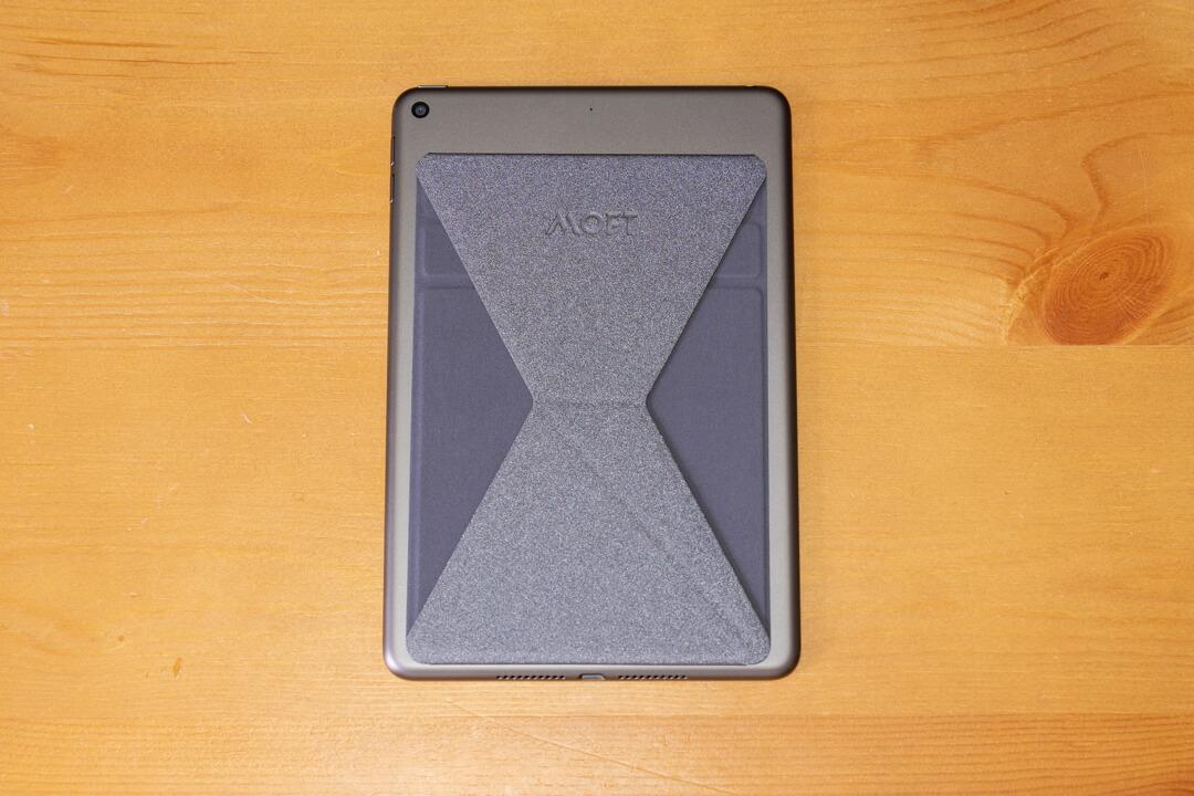 iPad mini5にMOFT X タブレットminiの取り付けた様子