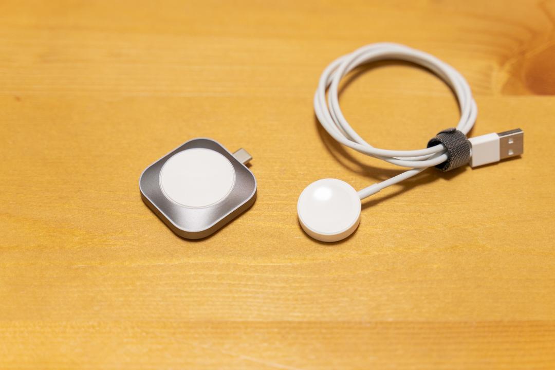 Satechi USB-C Apple Watch 充電ドックと純正マグネット式充電ケーブル