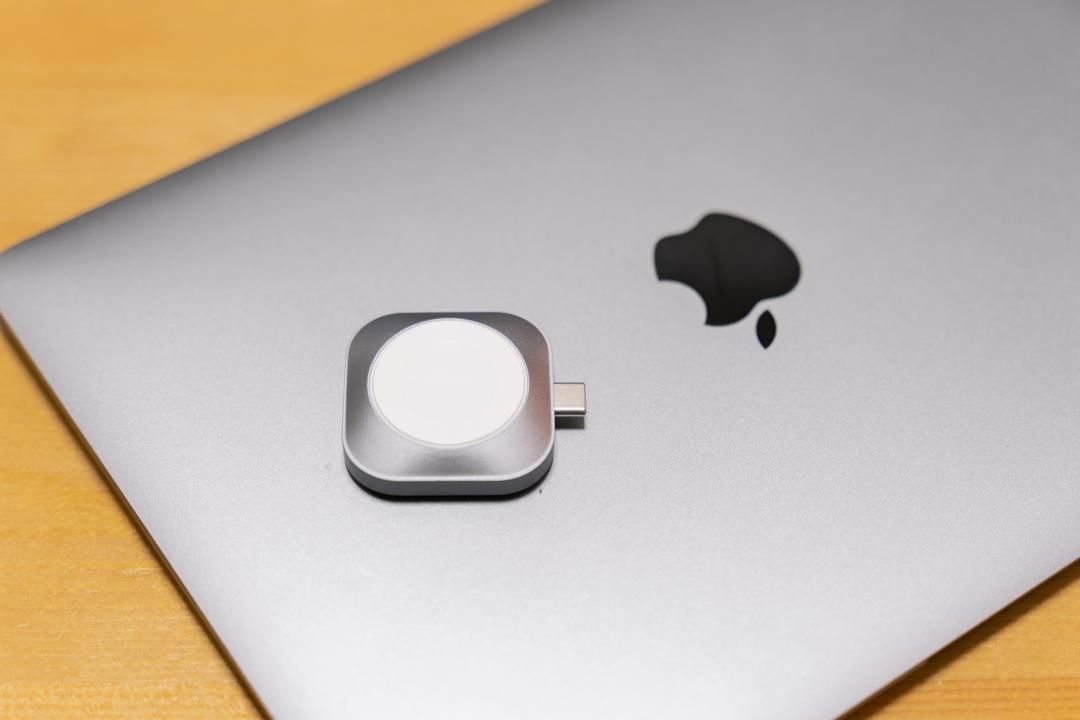 Satechi USB-C Apple Watch 充電ドックのカラーバリエーションはスペースグレーのみ