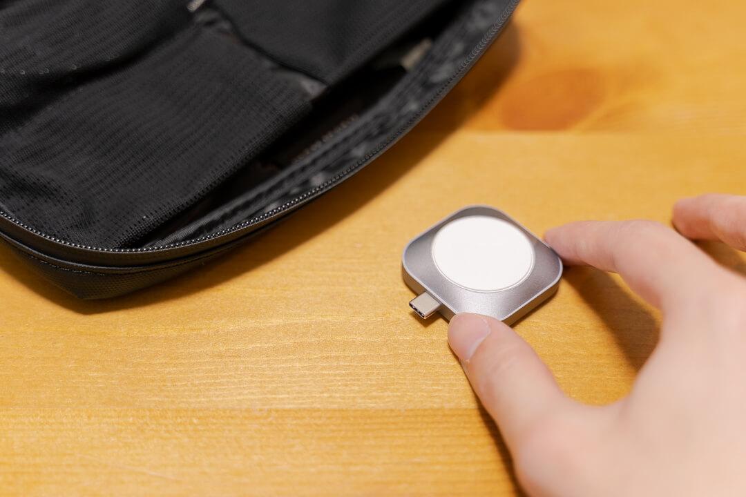 Satechi USB-C Apple Watch 充電ドックとガジェットポーチ