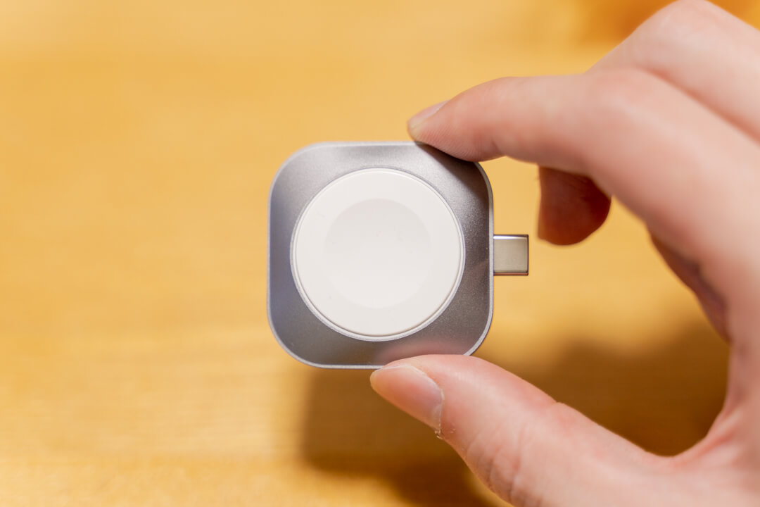 Satechi USB-C Apple Watch 充電ドックは28gとコンパクト