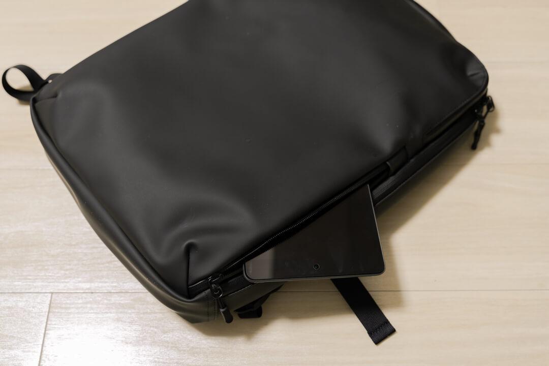 薄型ビジネスリュックマンセルの外装ポケット・下部