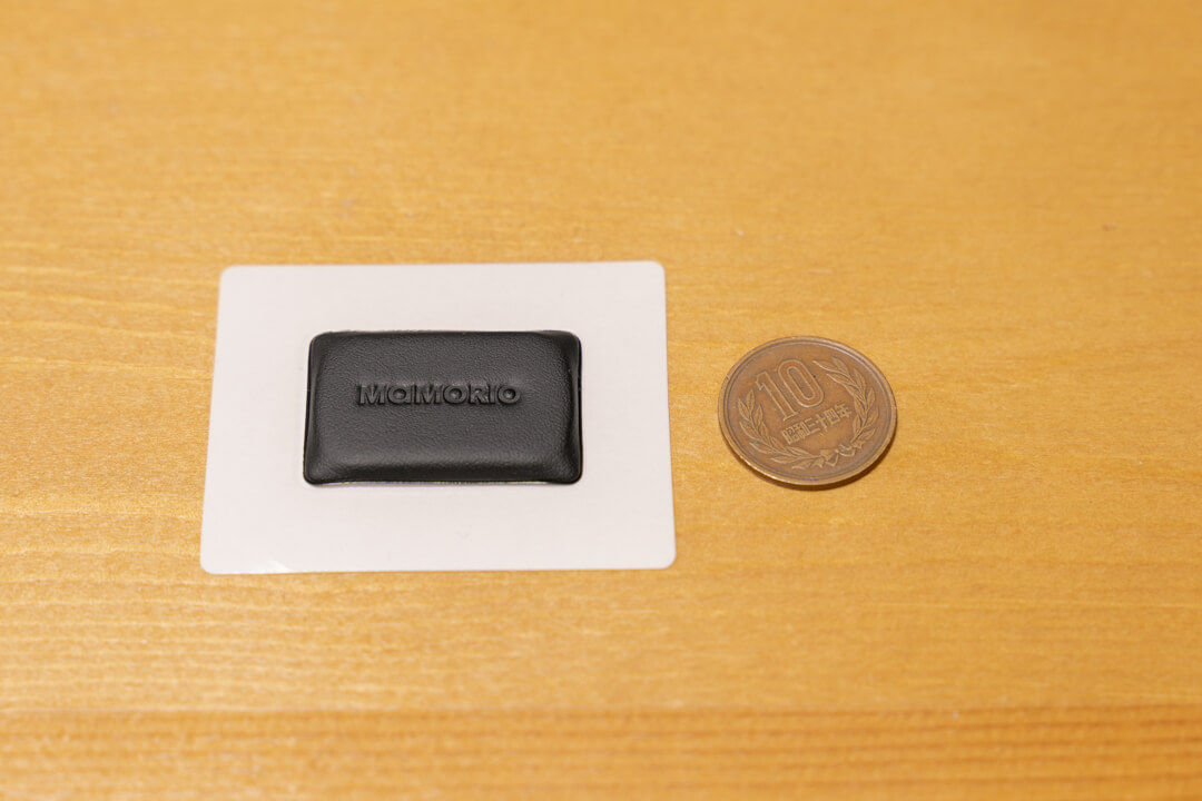 MAMORIO FUDAのサイズを10円玉と比較する写真