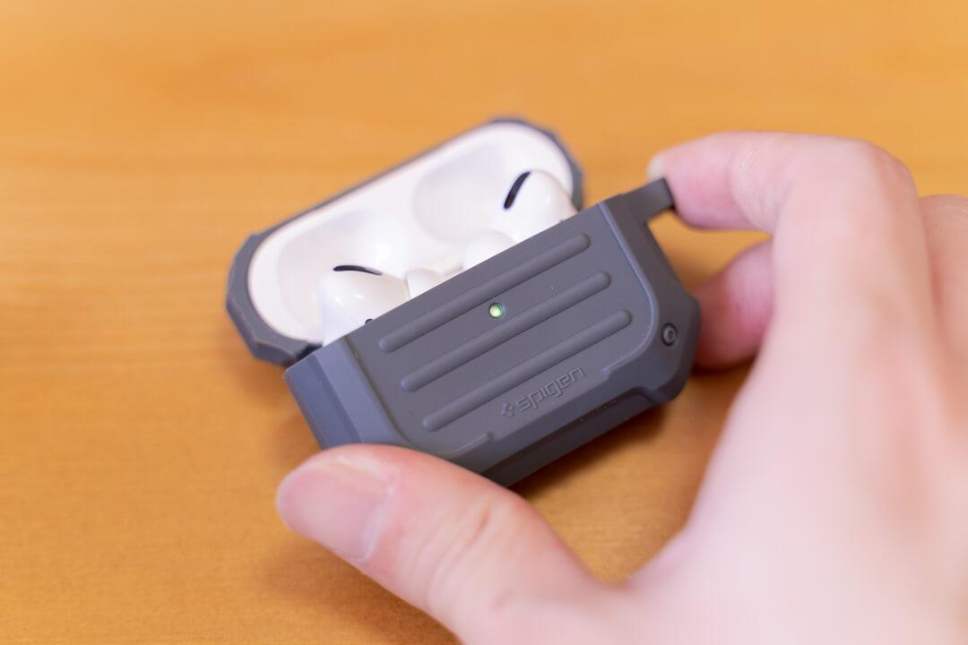Spigen Airpods Pro タフアーマーはバッテリー残量の確認もばっちり