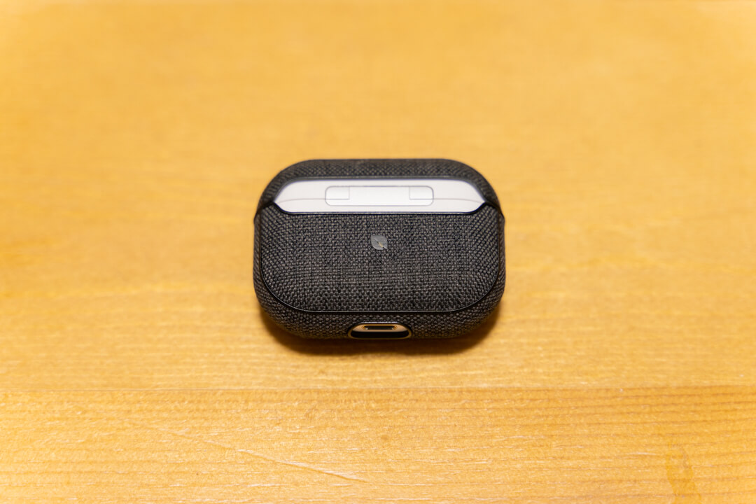 Incase AirPods Pro Case with Woolenexをつけた状態