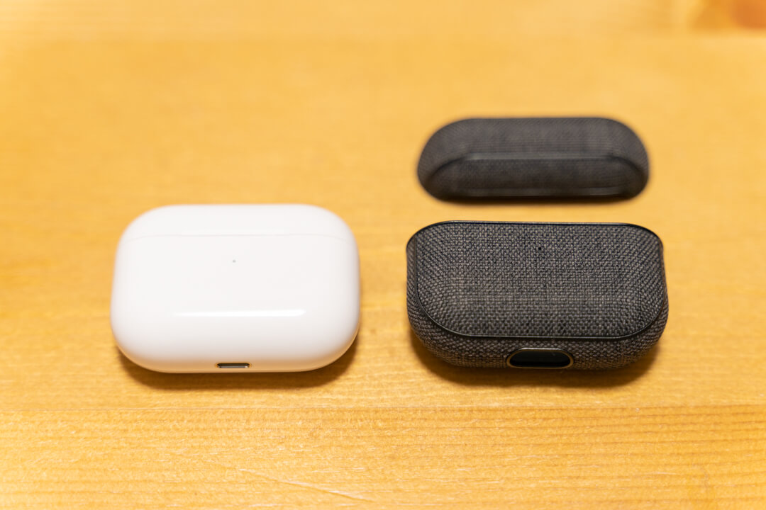 Incase AirPods Pro Case with Woolenexを装着