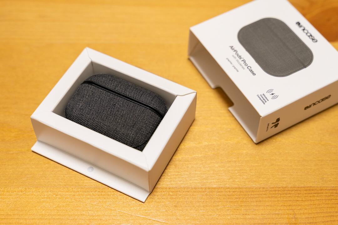 Incase AirPods Pro Case with Woolenexの化粧箱