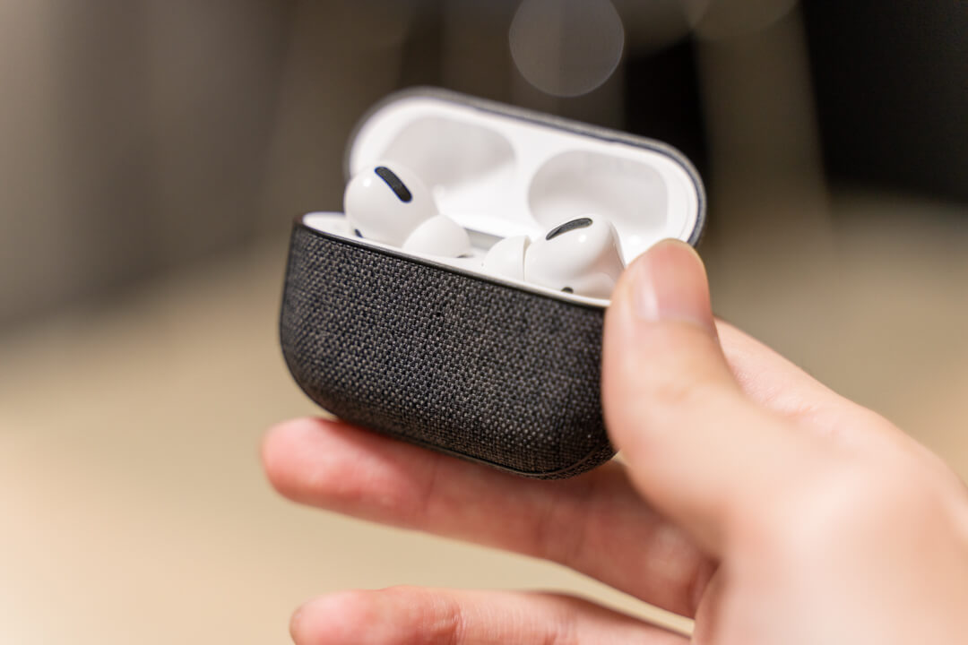 Incase AirPods Pro Case with Woolenexを使っている状態