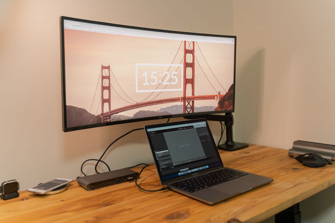 Thunderbolt3 Express Dock Pro HDでLGウルトラワイドモニターを表示している様子