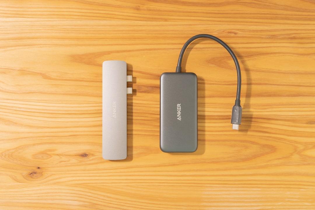 Anker PowerExpand Direct 7-in-2 USB-C PD メディアハブをケーブル付きハブと比較