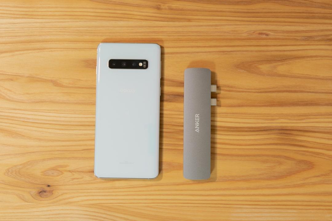 Anker PowerExpand Direct 7-in-2 USB-C PD メディアハブの大きさをスマホと比較