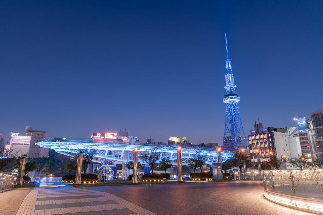 ブルーライトアップのオアシス21と名古屋テレビ塔