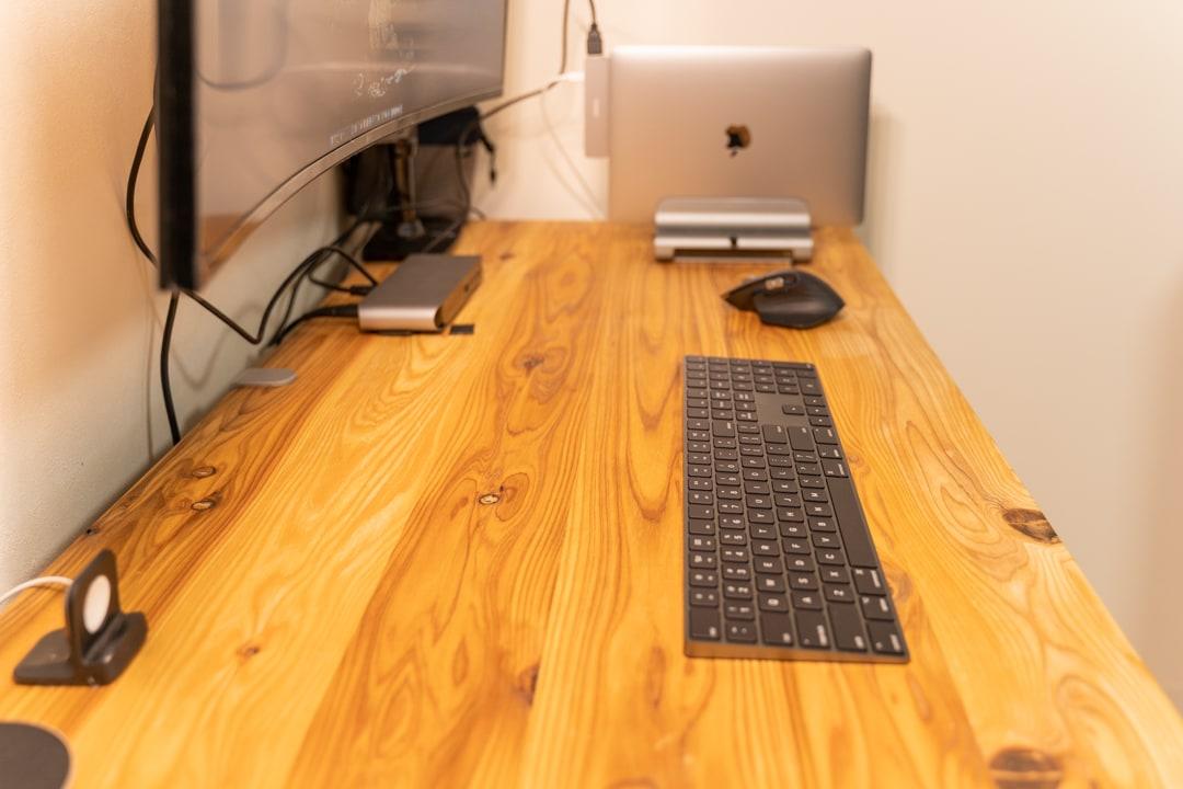 クラムシェルモードは机を広々と使用する
