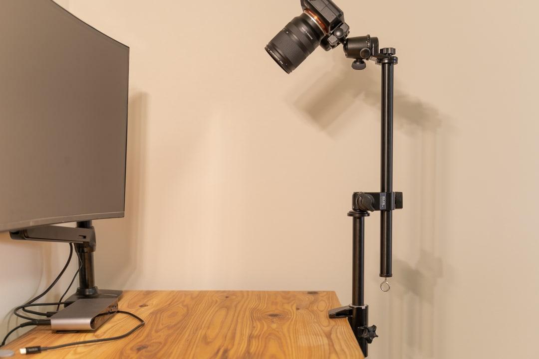 スライディングアームは角度調整可能