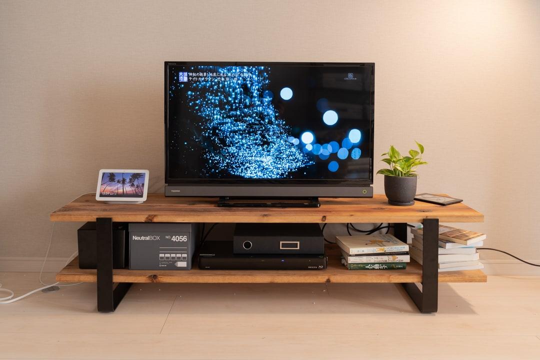 自作したテレビ台に雑貨やテレビを載せてみる